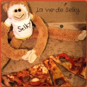 130505 Selky_fait_manger_ses_enfants
