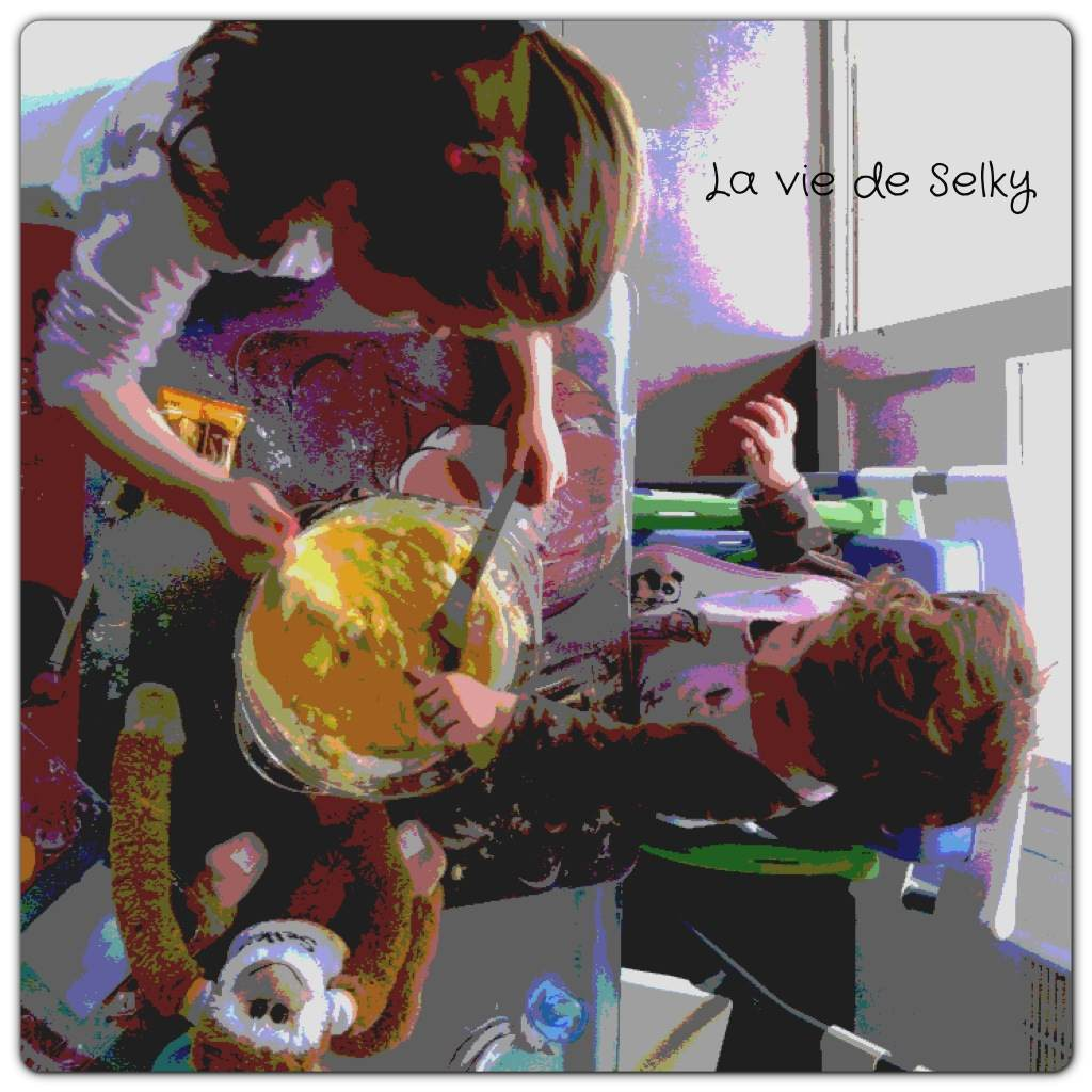 130516 Selky cuisine avec ses enfants (1)